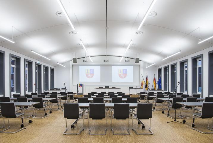 Sitzungssaal Landkreis Stade Leinwand